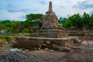 http://www.mblusuk.com/gambar/2014/sumberwatu/stupa_sumberwatutb.jpg