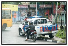 http://www.mblusuk.com/gambar/polisi02.jpg